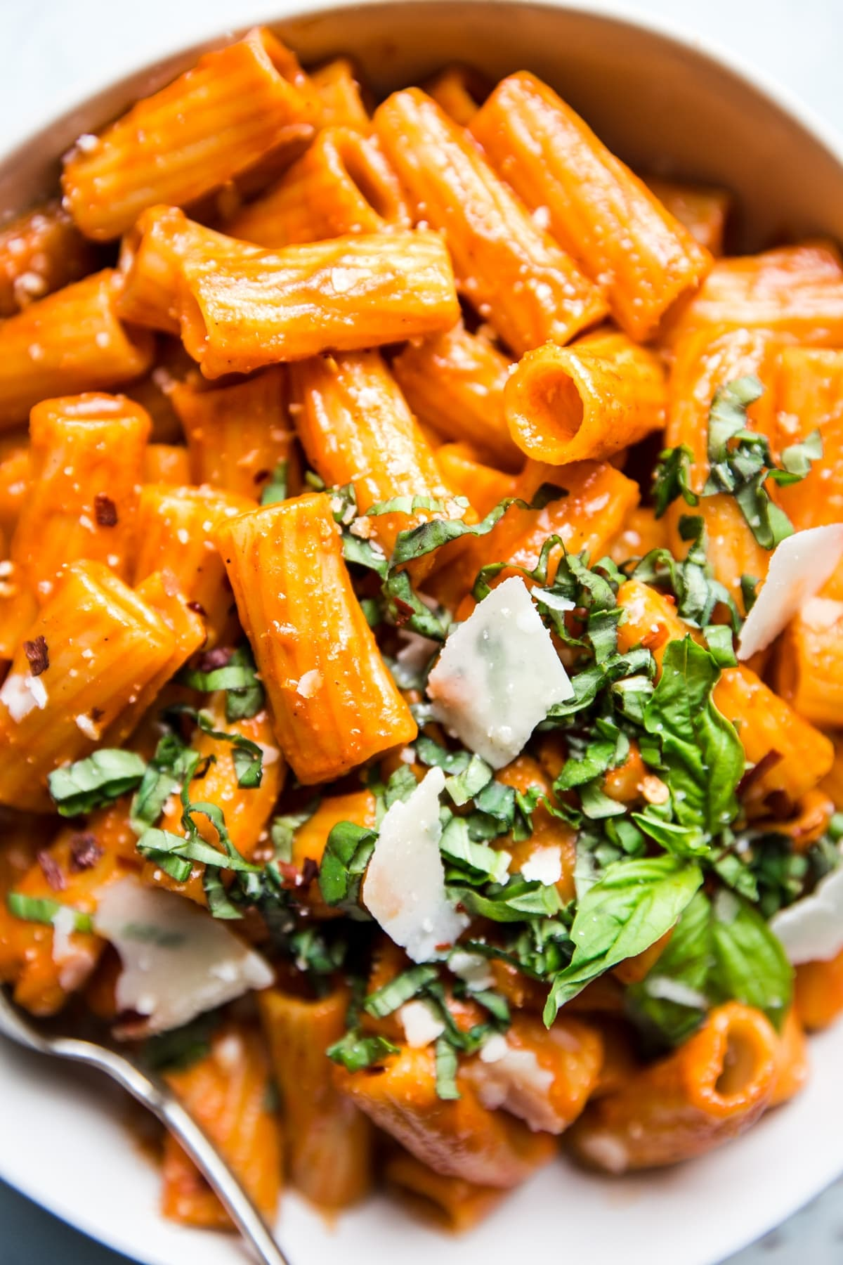 close up of creamy roasted red pepper rigatoni