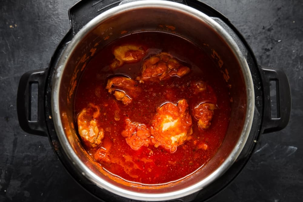 boneless skinless chicken thighs in an instant pot with marinara